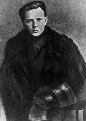 Аркадий Гайдар в начале карьеры