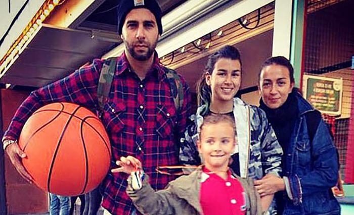 С женой Натальей и дочерьми