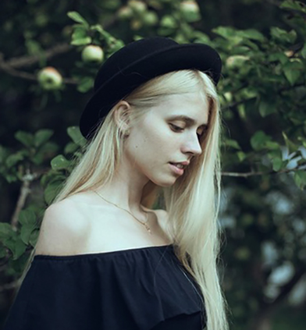 Молодая Анастасия Кош