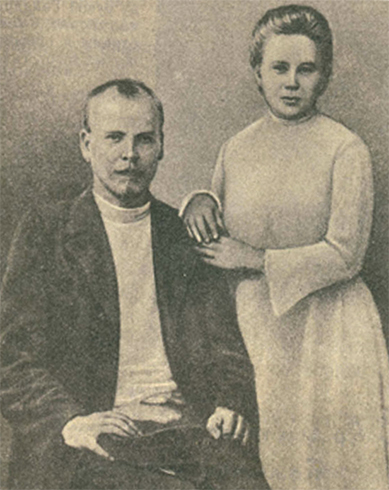 Родители — Петр Исидорович Голиков и Наталья Аркадьевна