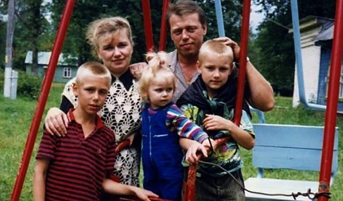 В детстве с семьей