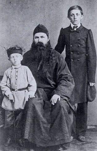 Дмитрий (справа) с отцом и младшим братом