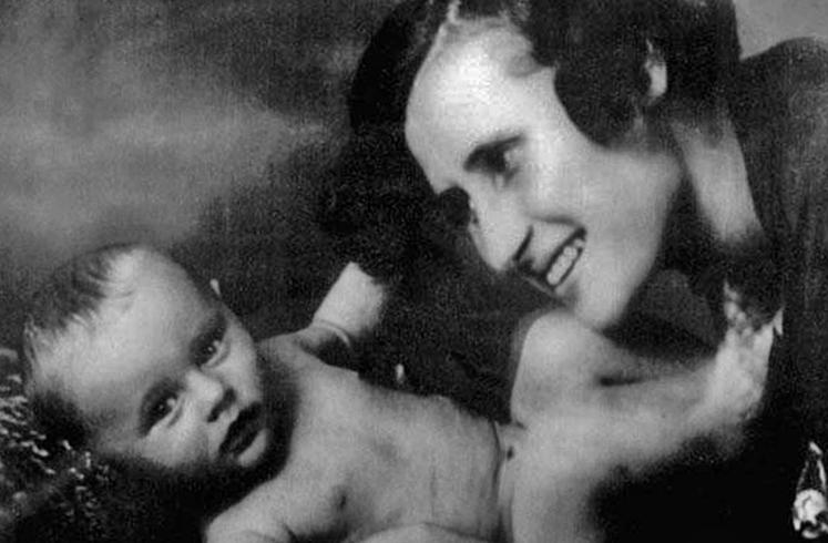 С мамой Эмилией Лазаревной