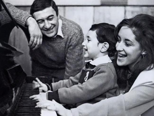 С мужем Георгием и сыном Сандро