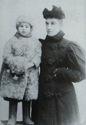 Ольга Гувале и Аленушка (дочь писателя)