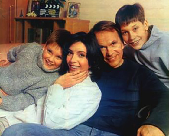 С мужем и сыновьями