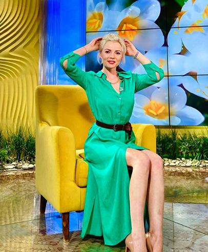 Красивая телеведущая Елена Николаева