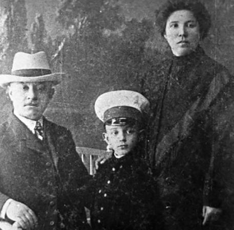 Михаил с родителями