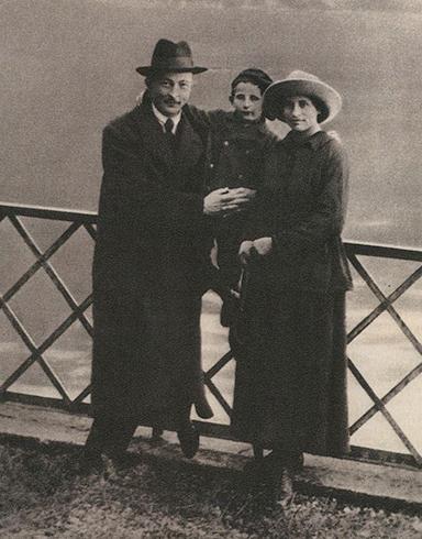 С женой и сыном Яном