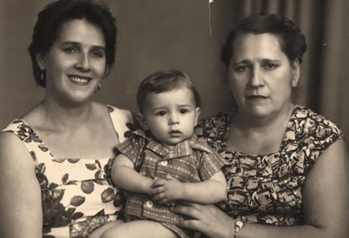 С мамой и бабушкой