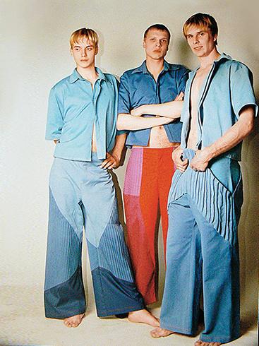 В модельном агентстве (слева)