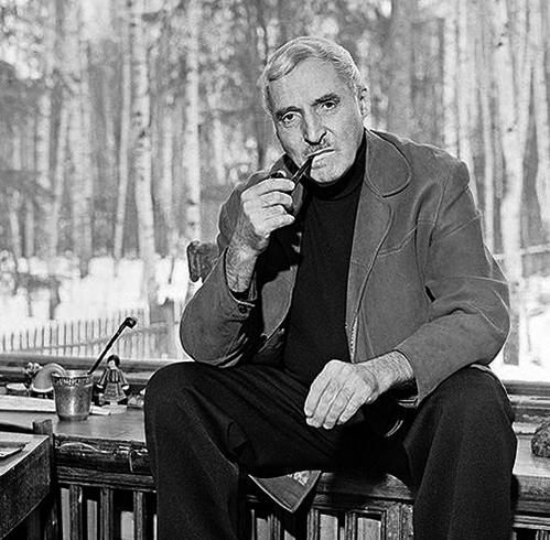 Знаменитый писатель Константин Симонов