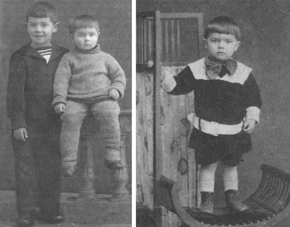 В детстве (слева с братом)