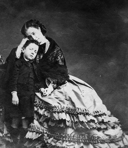 Евгения де Монтихо с сыном в 1862 г.