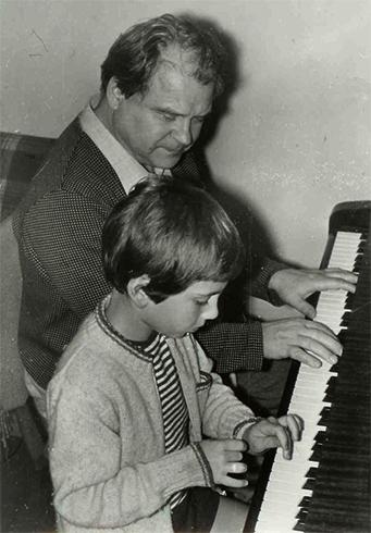 С внуком Андреем (1973)