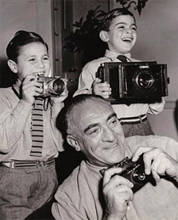 Дэвид Суше (справа) с братом и дедушкой