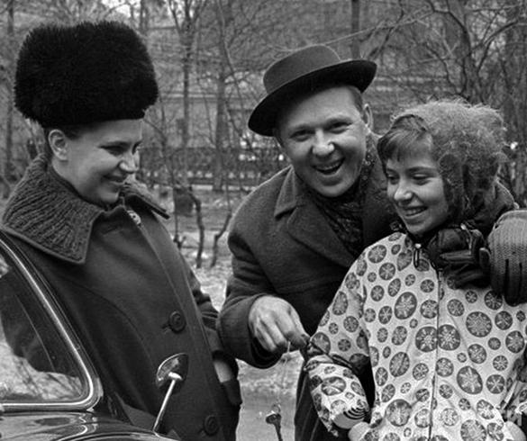 С женой Александрой и дочерью Ольгой
