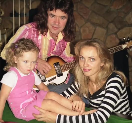 С женой Натальей и дочерью Агнией