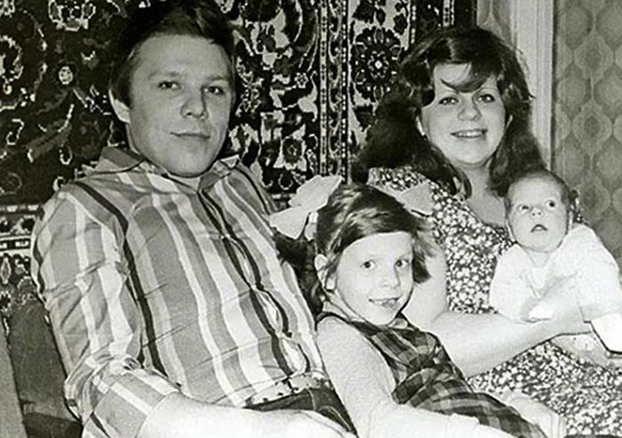 С первой женой Натальей и дочерьми Екатериной и Мариной