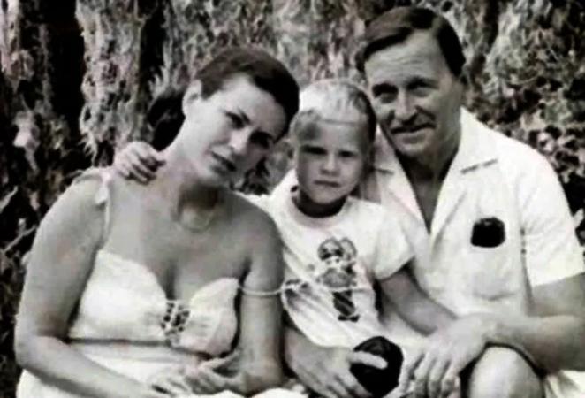 С мужем Юрием и сыном Николаем