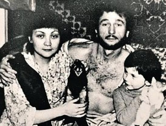 С женой, сыном и домашними питомцами