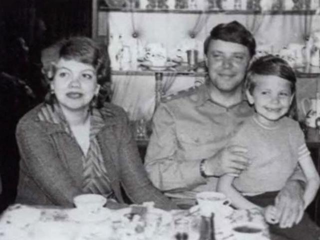 С первой женой Натальей и сыном Максимом