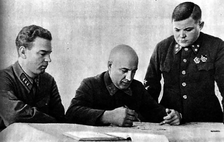 Н. Богаткин, П. Курочкин, Н. Ватутин. Военный Совет Северо-Западного фронта