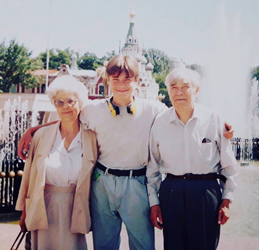 С дедушкой и бабушкой в юности