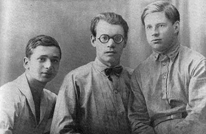 А. Гитович, М. Исаковский, В. Смолин (1927)