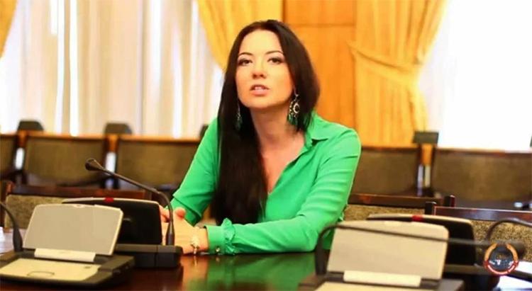 Юрист Кира Сазонова
