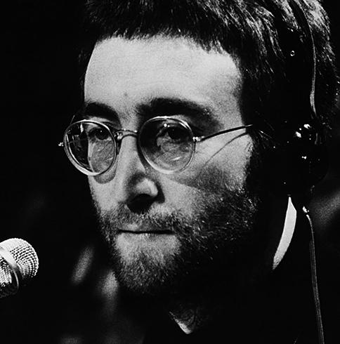 Певец Джон Леннон