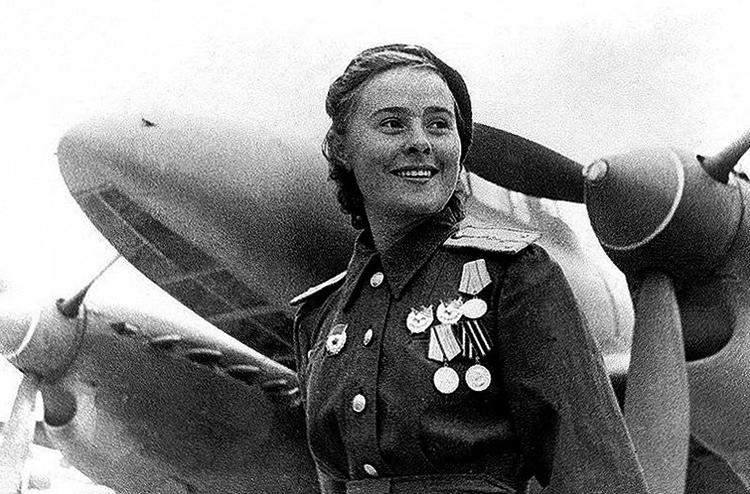 Летчица Марина Раскова