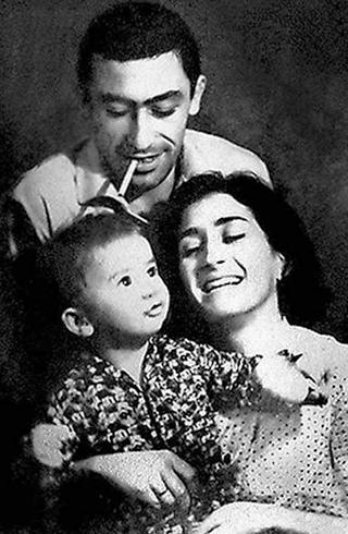 С женой и сыном в молодости