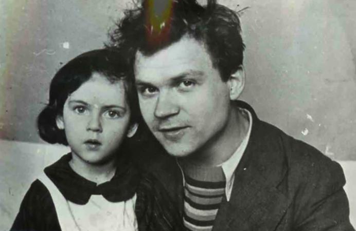 С дочерью Натальей (1944)