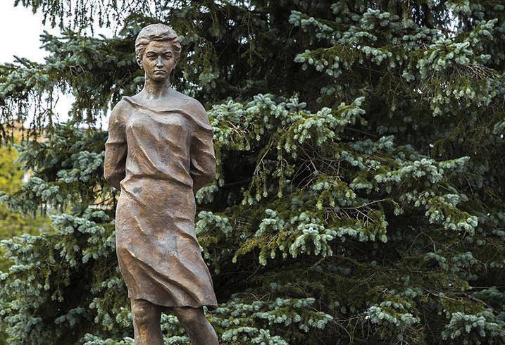 Памятник З. Космодемьянской в Рузе