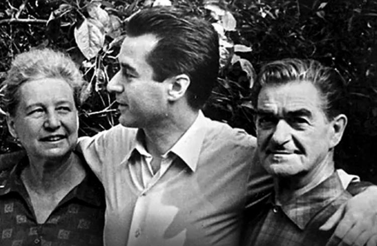 Андрей Дементьев с родителями