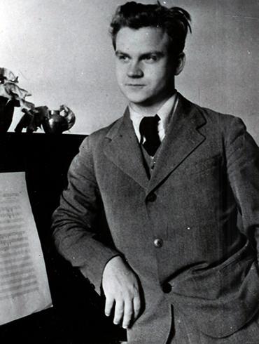 Пианист Тихон Хренников