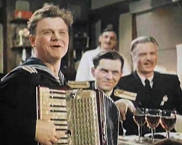 В фильме «Поезд идет на восток» (1947)