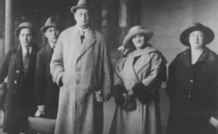 С Раисой Раич (1923)