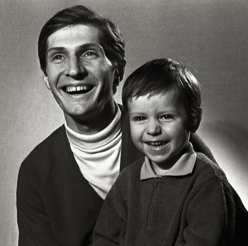 С сыном Алексеем в молодости