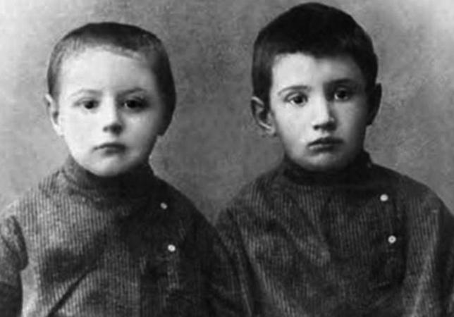 Братья Борис и Игорь Курчатовы (1910)