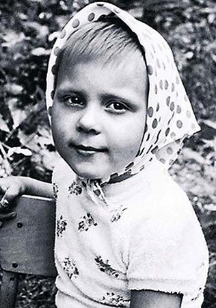 Яна Троянова в детстве