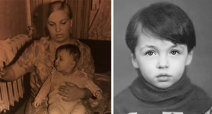 В детстве (слева с мамой)