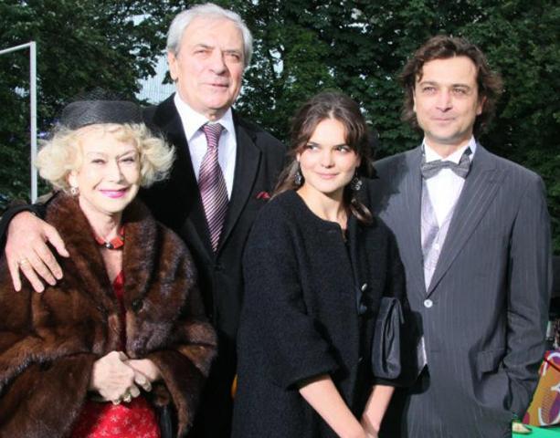 С мужем, сыном и внучкой Полиной