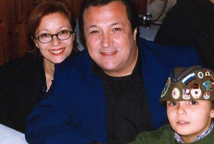 С женой Маурой и сыном