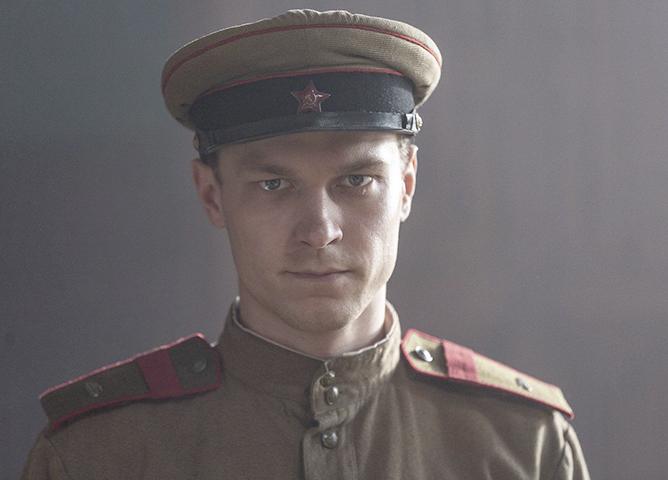 В фильме «Калашников» (2020)