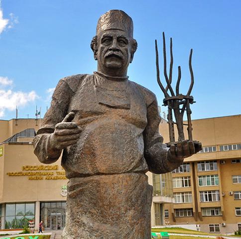 Памятник Гавриилу Илизарову в Кургане