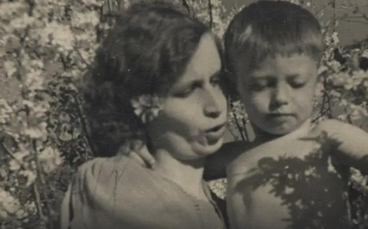 Александр Демьяненко с мамой
