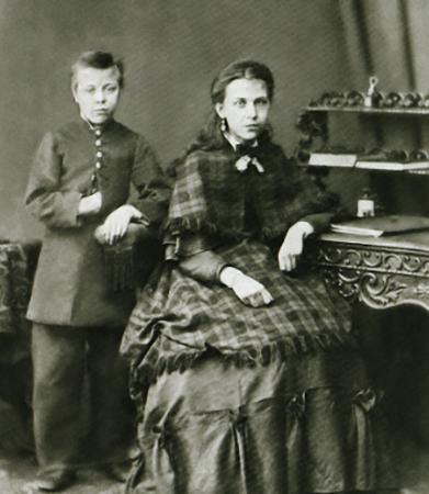С сестрой Александрой (1870)