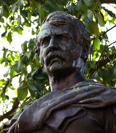 Памятник Давиду Ливингстону в Эдинбурге